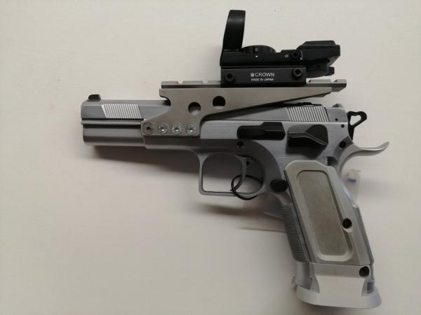 Pistola Tanfoglio in 40 SW completa di staffa e puntatore