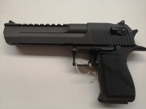 Pistola Magnum Research in calibro 50